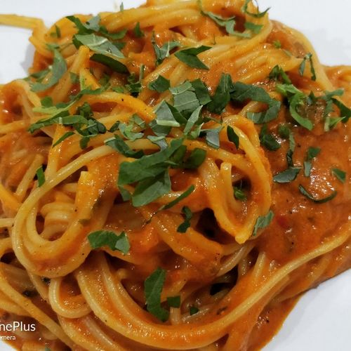 Spaghetti in burnt red pepper and garlic sauce