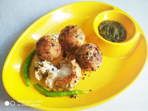 Cheese filled poha balls