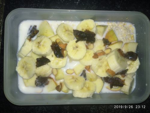 Oats with fruits n nuts