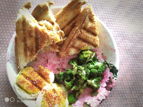 egg sandwich with broccoli
