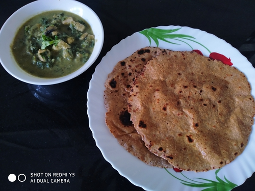 Chicken in broccoli sauce with soya rotis
