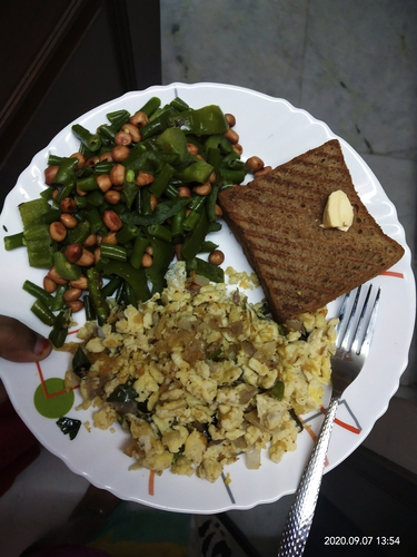 scrambled egg with bread and veggies.