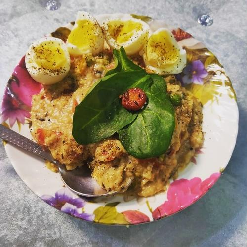 Veggitable oats with boiled eggs
