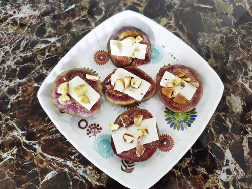 Roasted figs with cheese and nuts