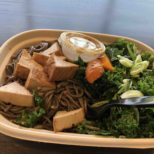 Japanese soba noodles and veggies