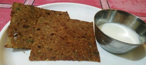 Crispy soya ghobhi prantha