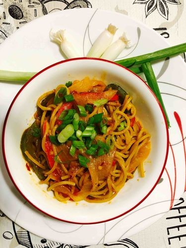 spicy garlic lo mein noodles