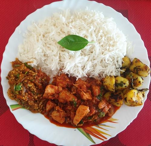 Chicken Masala, Baingan Bharta,Jeera aalu & Rice