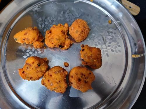 chatpata moong dal bhajiya