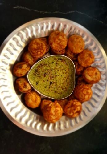 Oats Dahi Appam with green chutney