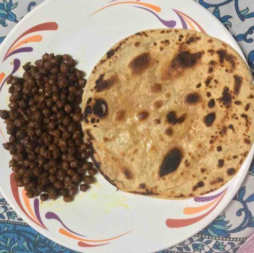 Black Gram With Plain Parantha