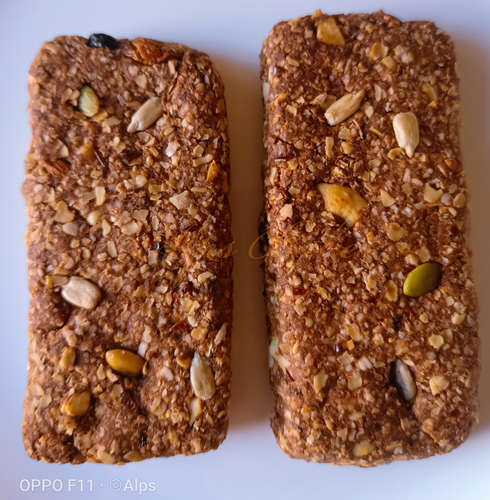 Granola bars with whey protein