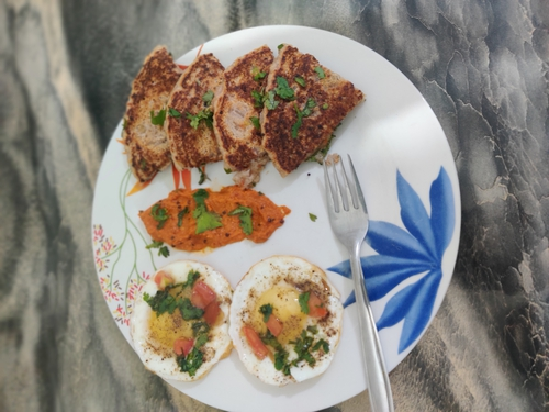 fried eggs, sooji uttapam with onion tomato coconut chatni