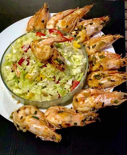 garlic shrimps and salad