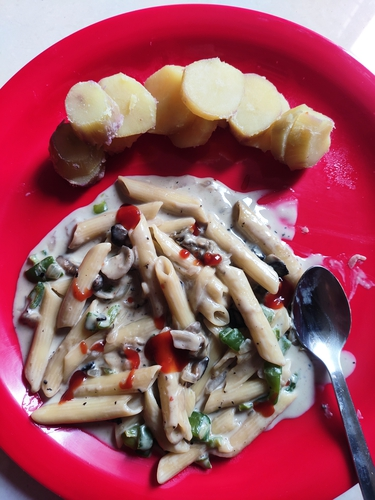 White sauce pasta and sweet potatoes