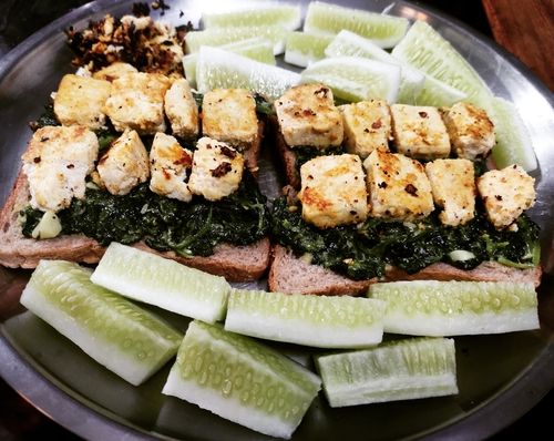 Tofu spinach sandwich with cheese