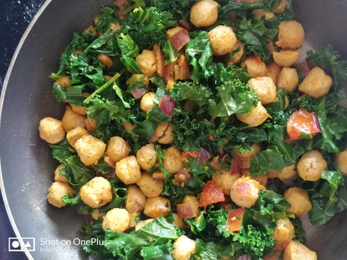 Kale with Soyabean/nutrella
