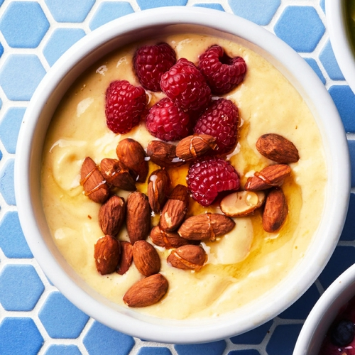 Mango-Almond Smoothie Bowl