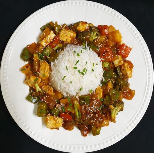 Hot Garlic Paneer with Sautee Veggies & Steamed Rice