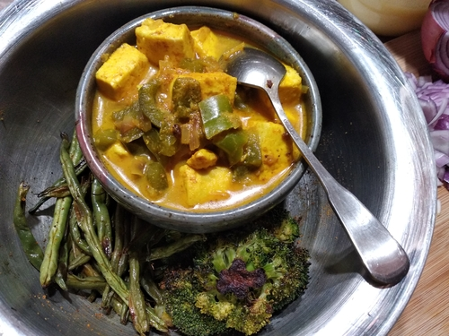 paneer capsicum with roasted broccoli and beans