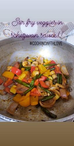 Stir fry vegetables with schezwan sauce