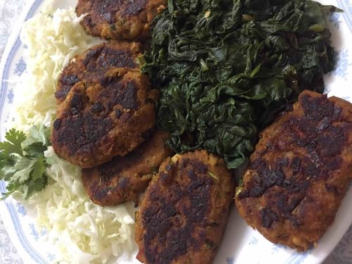Chicken cutlets with blanched spinach