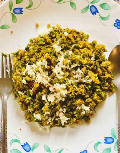 Spinach Egg Cheese Poha