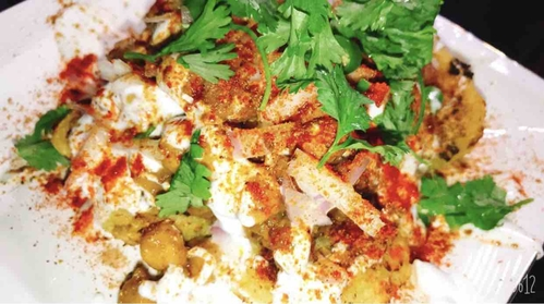 Aloo tikki channa chaat