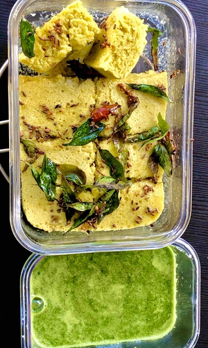 quick microwave 4 minutes dhokla( serves 1)