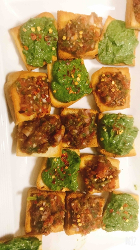 Toast with spinach avocado and salsa toppings