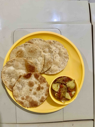 puri and aloo ki sabzi