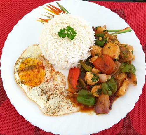 Chicken n Veggies in Sriracha Sauce,Egg & Rice
