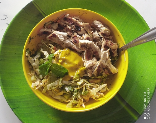 Grilled lemon pepper chicken green salad