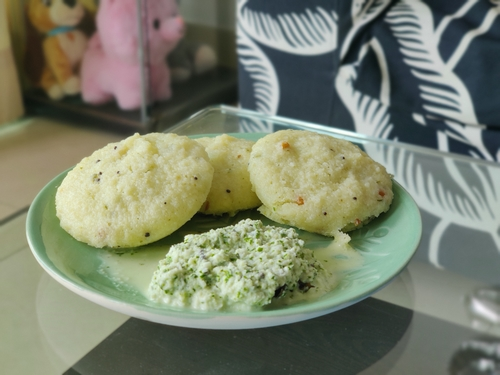 Idli with home made coconut chutney