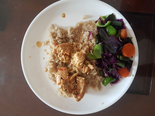 Dahi Ginger Chicken served with Steamed Green Veggie & Rice