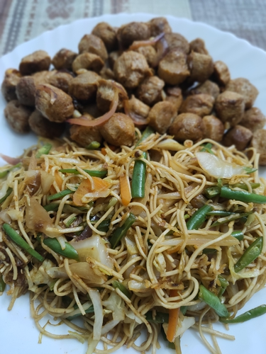Soya chilly with Veg Noodles