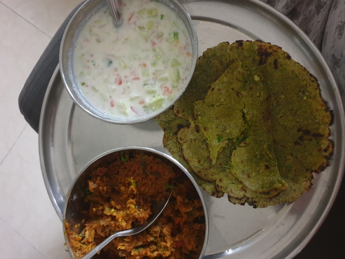 Methi thepla, soya keema and raita