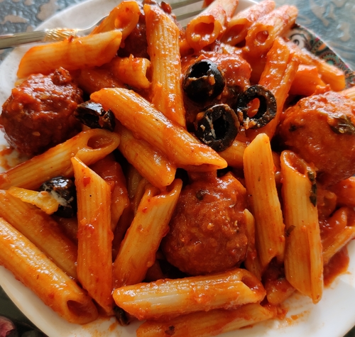 Spicy pasta with chicken meatballs