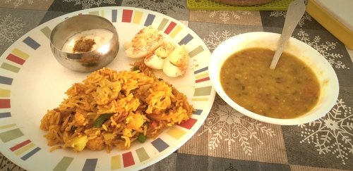Veg Pulav with curd, daal and one egg