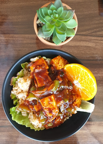 chilly paneer with orange gravy.