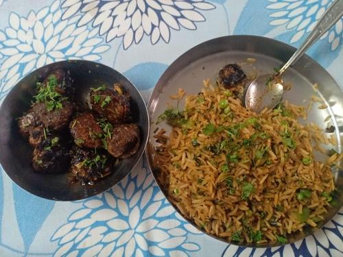 Fried rice and Soya chunks Manchurian