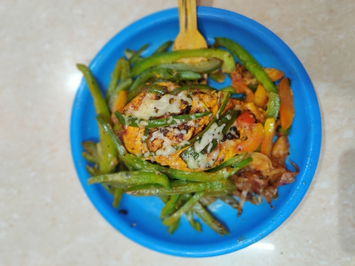 Veggies Loaded Grilled Chicken with Cheese Topping