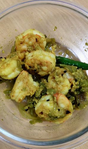 Prawns with snakegourd