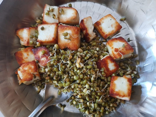Paneer Moong Sproutes