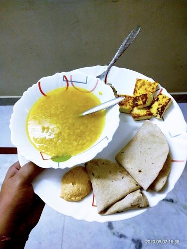 mubgdal roti with paneer and chatni